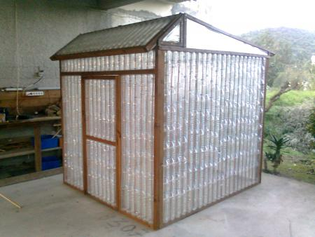 Plastic-Bottle-Greenhouse (1)